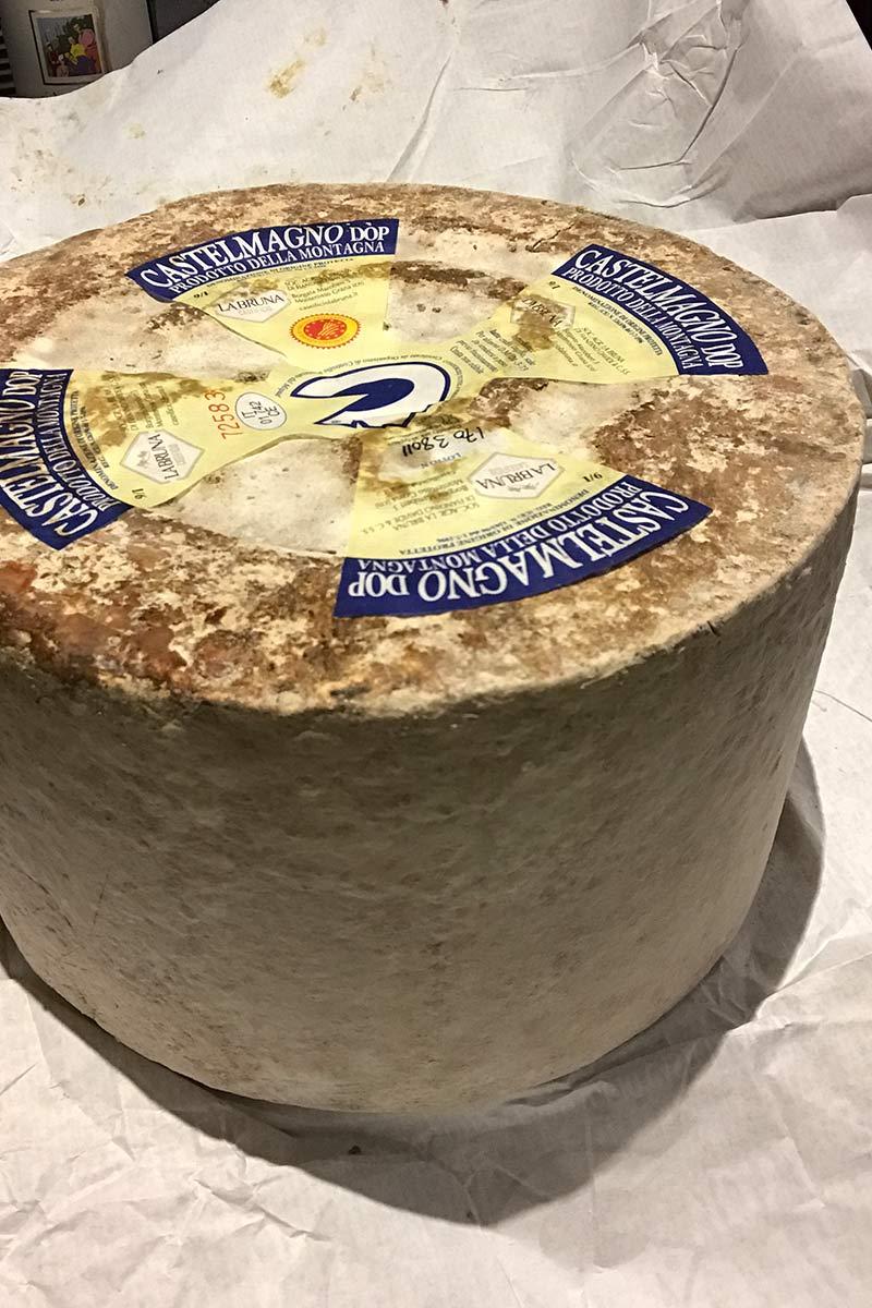 Piemontesischer Castelmagno Käse